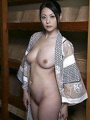 Mature and beautiful Japanese av idol Nana Aida goes to hot springs and shows her busty tits - Nana Aida